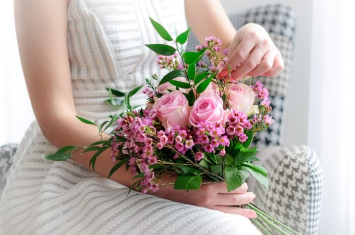 Know The Advantages of Flower Delivery